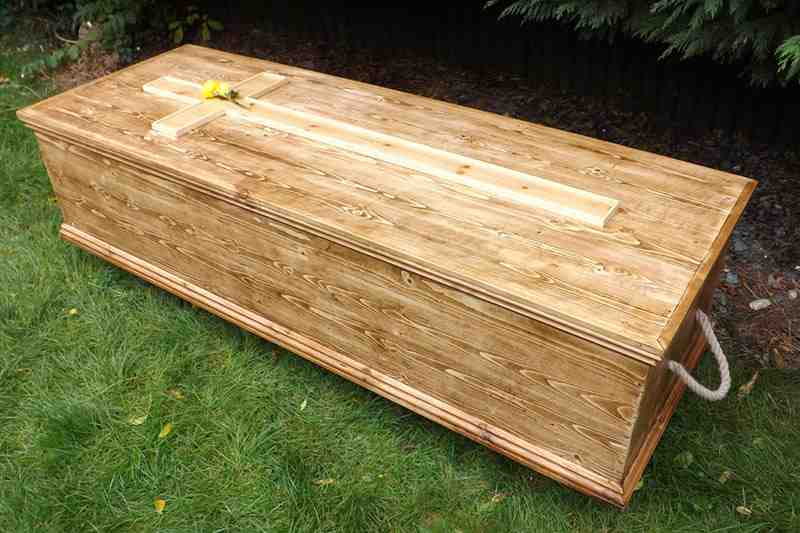 Feetfirst coffin