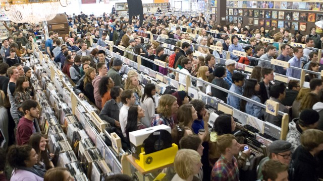 Record-Store-Day-The-Crowd-at-Sonic-Boom-36-Photo-by-Corbin-Smith