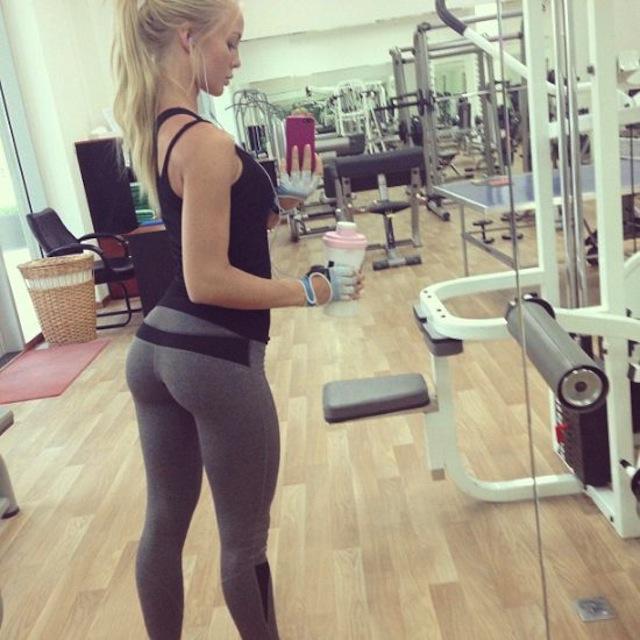 cute-girls-yoga-pants-48