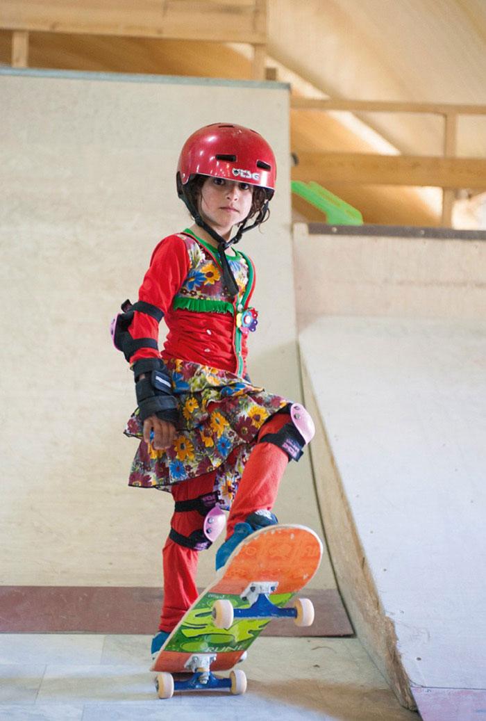 skateistan-skateboarding-girls-afghanistan-jessica-fulford-dobson-3