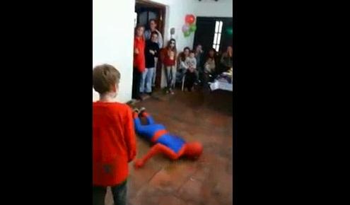 hombre araña fiesta