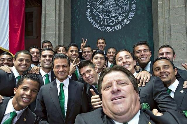 selfie-miguel-herrera-pena-nieto-mexico