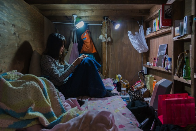 capsule-hotel-home-photography-enclosed-living-small-won-kim-japan-16