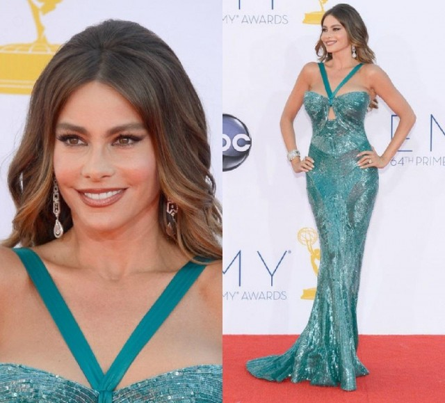 sofia-vergara-emmys-dress-split-237697417