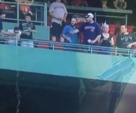 Fan Vomita Beisbol