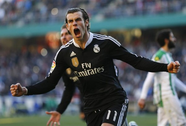 Real Madrid's Gareth Bale celebrates after scoring against Cordoba during their Spanish First Division soccer match at El Arcangel stadium in Cordoba, January 24, 2015. REUTERS/Marcelo del Pozo (SPAIN - Tags: SPORT SOCCER)
