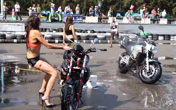 Esta mujer creía ser la más sexy con su moto, hasta que…