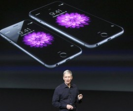 Tim-Cook-iPhone