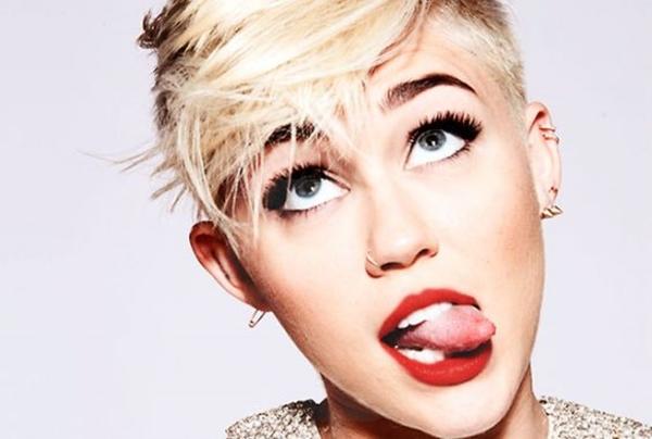 Para ir calentando los VMAs ¡Miley Cyrus se desnuda en Instagram!