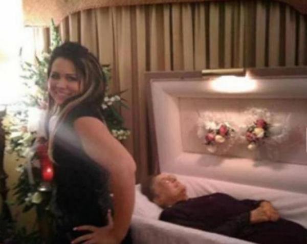 selfie cadaver