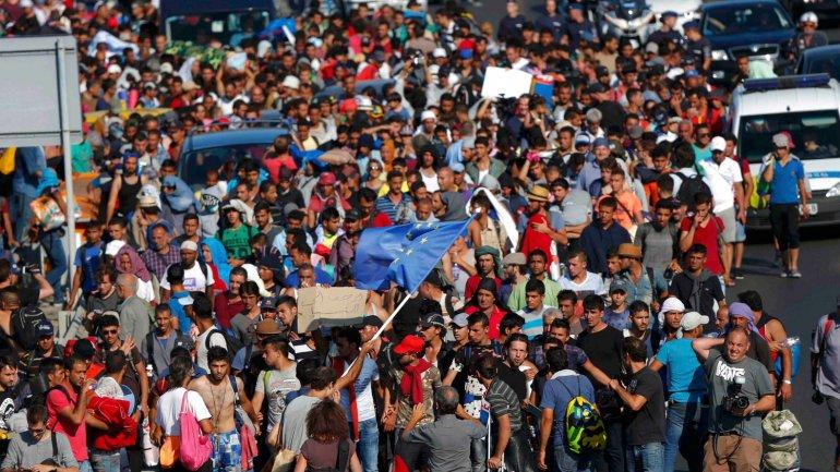 migrantes caminando CM