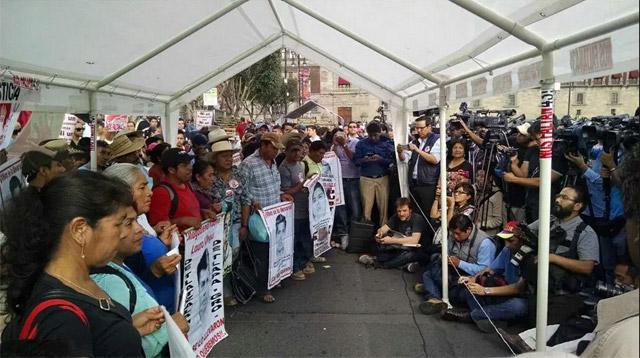 Ayuno-Ayotzinapa-2