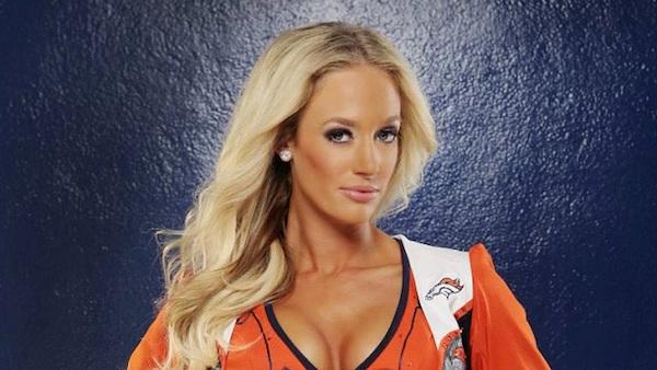 Broncos-Cheerleader