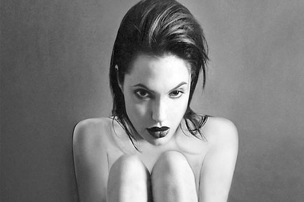 Subastan fotos de Angelina Jolie desnuda y extremadamente delgada