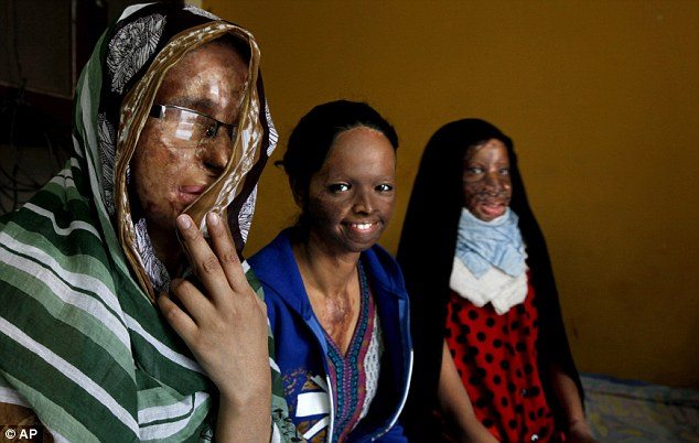 india víctimas ácido