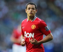 firo Premier League 2011/2012 Barclays Premier League halbe figur Javier Hernandez of Manchester United  Bolton Wanderers v Manchester United 0:5 10 September 2011 . --------------------