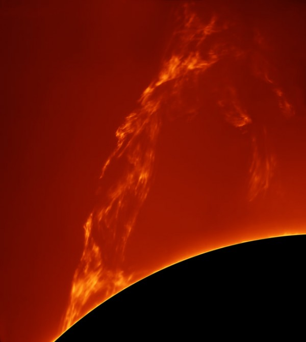 Huge Prominence Lift-off, de Paolo Porcellana. Categoría: nuestro sol.