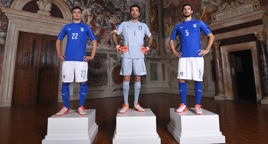 FLORENCE, ITALY - NOVEMBER 09: (L-R)Manolo Gabbiadini, Gianluigi Buffon and Davide Astori pose during the launch of new Puma home kit at Palazzo Vecchio on November 9, 2015 in Florence, Italy. (Photo by Claudio Villa/Getty Images for PUMA) *** Local Caption *** Manolo Gabbiadini;Gianluigi Buffon;Davide Astori