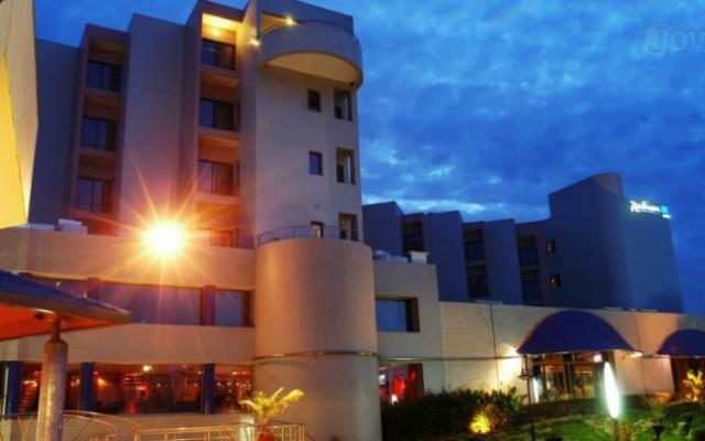 gunmen-attack-radisson-hotel-in-bamako-take-170-hostages