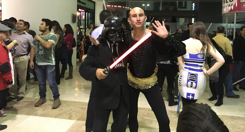 Star-Wars-The-Force-Awakens-Fans-Plaza-Universidad