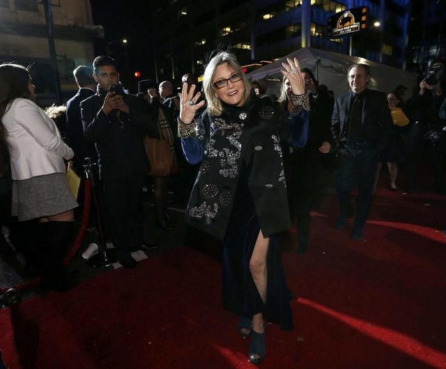 """Actress Carrie Fisher gestures as she arrives at the premiere of """"Star Wars: The Force Awakens"""" in Hollywood, California December 14, 2015. REUTERS/Mario Anzuoni"""
