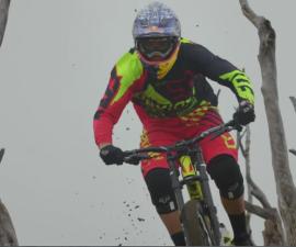 ciclista descenso volcan