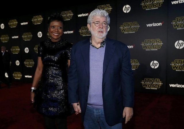 """Star Wars creator George Lucas and wife, Mellody Hobson, arrive at the premiere of """"Star Wars: The Force Awakens"""" in Hollywood, California December 14, 2015. REUTERS/Mario Anzuoni"""