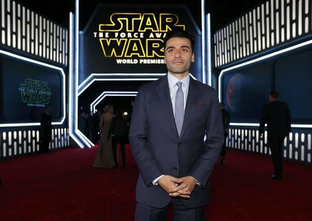 """Actor Oscar Isaac arrives at the premiere of """"Star Wars: The Force Awakens"""" in Hollywood, California December 14, 2015. REUTERS/Mario Anzuoni"""