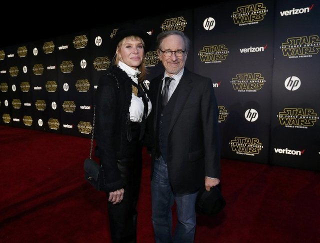 """Director Steven Spielberg and his wife, actress Kate Capshaw, arrive at the premiere of """"Star Wars: The Force Awakens"""" in Hollywood, California December 14, 2015. REUTERS/Mario Anzuoni"""