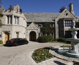 A view of the Playboy Mansion in Los Angeles, California February 10, 2011.   REUTERS/Fred Prouser  (UNITED STATES - Tags: ENTERTAINMENT) - RTXXPQF
