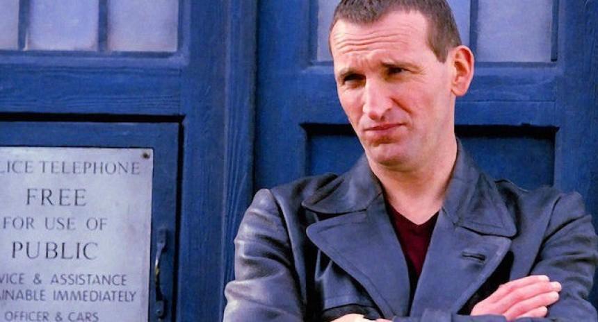 Christopher-Eccleston-Doctor-Who-Season-1-Tardis