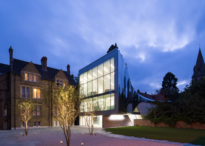 St-Antonys-College-by-Zaha-Hadid_Luke-Hayes_dezeen_784_2
