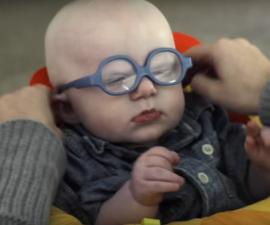 bebe ciego