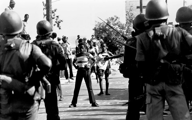 JAMAICA. Trenchtown. JLP supporters confronting the police and army in Trenchtown.1976. Jamaica Labour Party