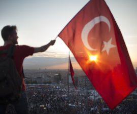 Turquia-bandera-atentado-Estambul