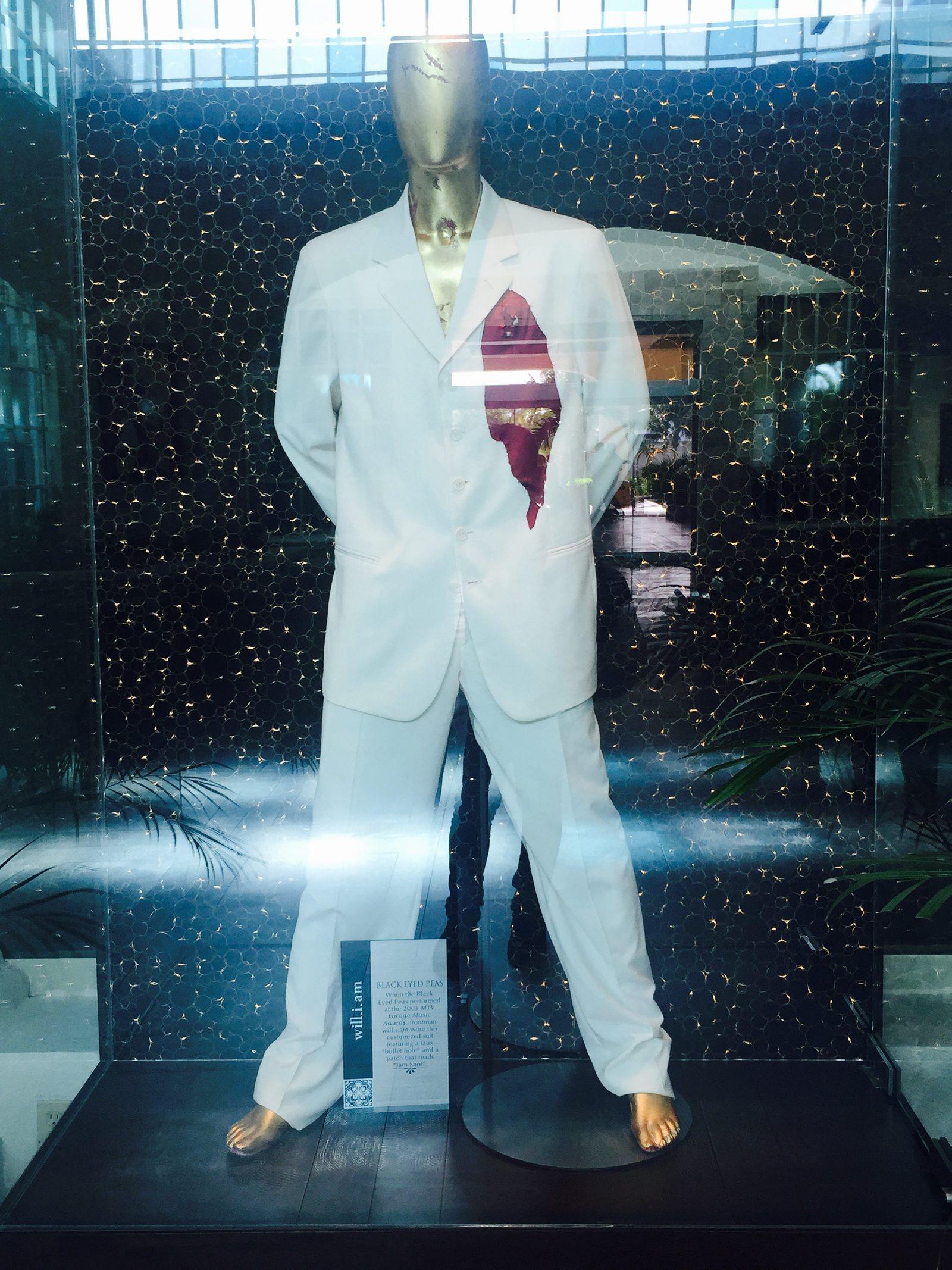 60627193. Playa del Carmen, QRoo., 27 Jun. 2016 (Notimex-Armando Pereda).- Más de 350 piezas y artículos que pertenecieron a Elvis Presley, Madonna, Prince, The Beatles, Elton John, Slash, Shakira, Fergie, Will.i.am y más celebridades, conforman la memorabilia del Hard Rock Hotel de la Riviera Maya. NOTIMEX/FOTO/ARMANDO PEREDA/COR/ACE/