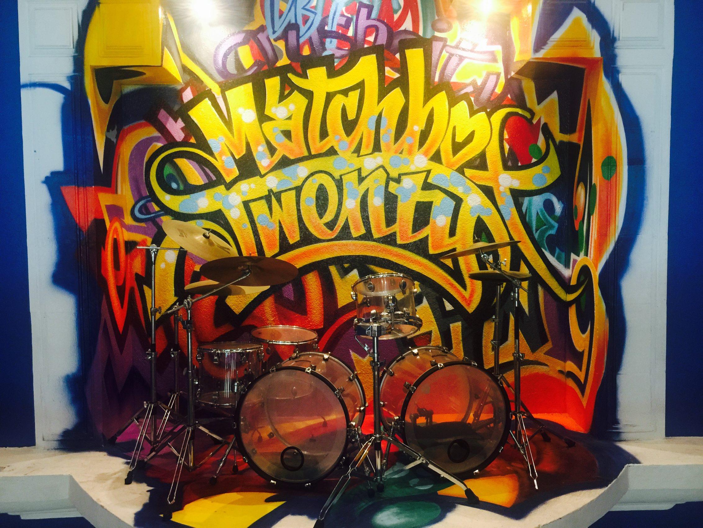 60627189. Playa del Carmen, QRoo., 27 Jun. 2016 (Notimex-Armando Pereda).- Más de 350 piezas y artículos que pertenecieron a Elvis Presley, Madonna, Prince, The Beatles, Elton John, Slash, Shakira, Fergie, Will.i.am y más celebridades, conforman la memorabilia del Hard Rock Hotel de la Riviera Maya. NOTIMEX/FOTO/ARMANDO PEREDA/COR/ACE/