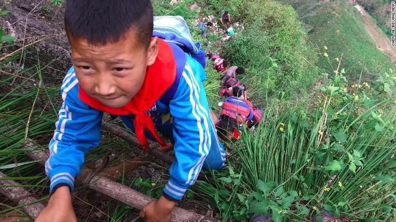 niños china acantilado3