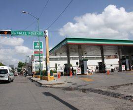60629154.  Tuxtla Gutiérrez, 29 Jun. 2016 (Notimex-René de Jesús).- Petróleos Mexicanos informó que trabaja de manera coordinada con las autoridades, para mantener el abasto de gasolinas y diesel a la población de Chiapas, ante los bloqueos que se presentan en diversas vías de comunicación del estado. NOTIMEX/FOTO/RENÉ DE JESÚS/FRE/HUM/