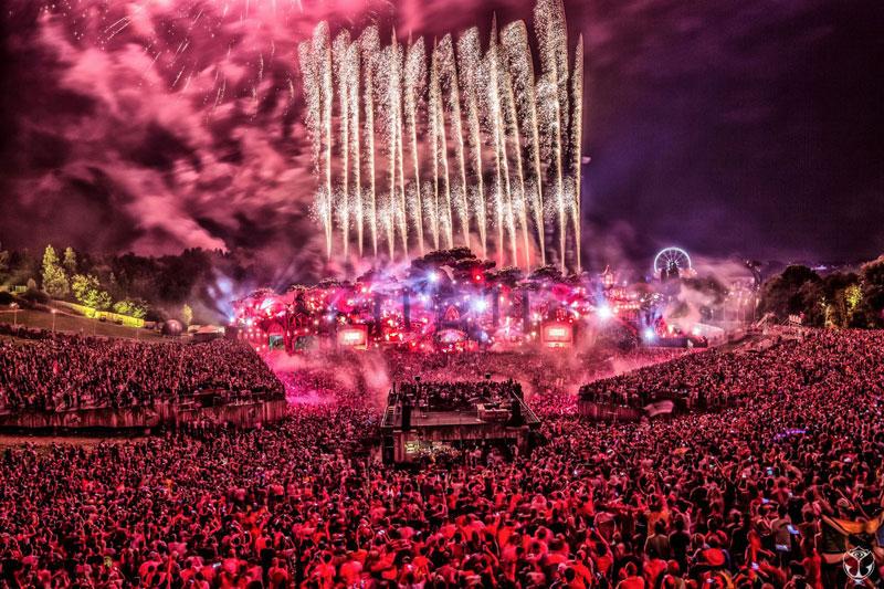 Tomorrowland-2016-Escenario-Fuegos-Artificiales-Noche