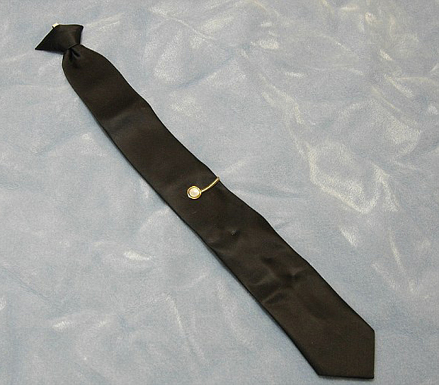 caso-dan-cooper-corbata