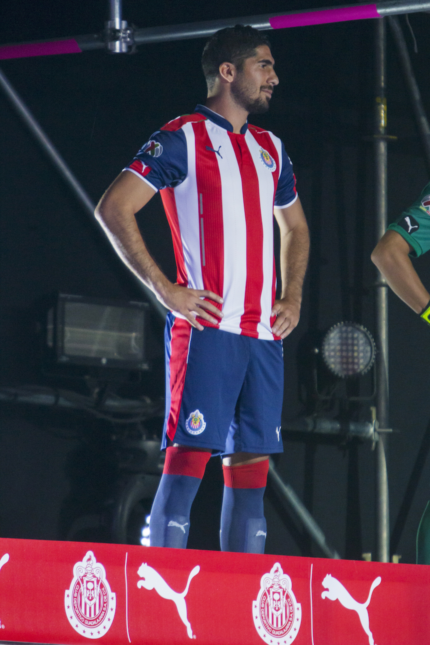 a81bb0d2540 Chivas presentó su nuevo uniforme y está... ¡DE LUJO!