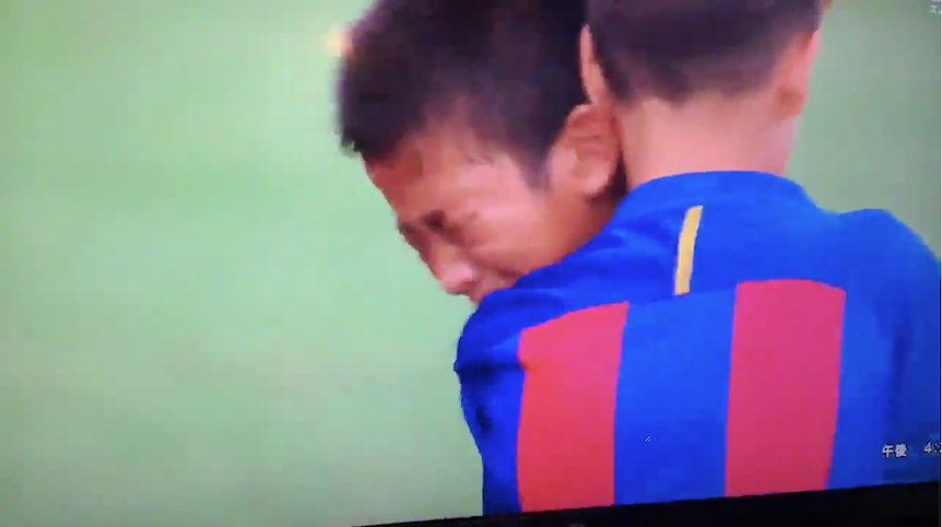 La filial del Barcelona consuela a sus rivales en lugar de celebrar el título