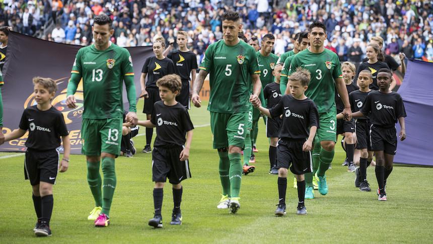 WTF?!? Entrenador de Bolivia convoca a ¡93 futbolistas! para las eliminatorias
