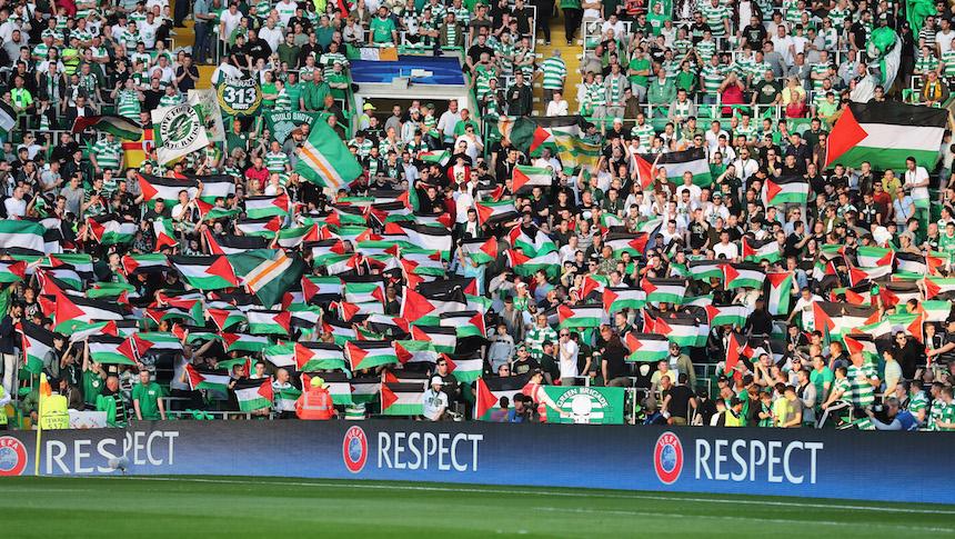 Aficionados del Celtic enseñaron banderas de Palestina en su encuentro de la Champions League