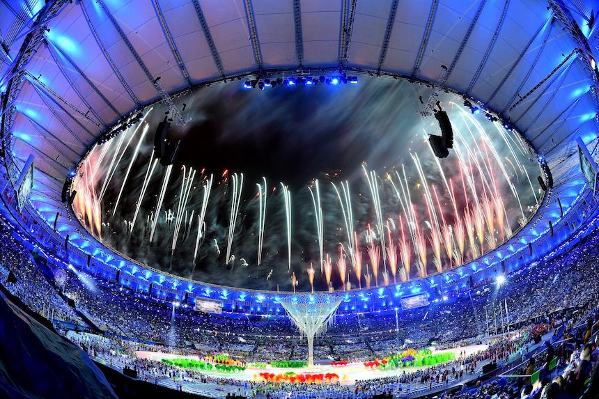 Los fuegos artificiales se hicieron presentes durante la ceremonia de clausura de los Juegos Olímpicos