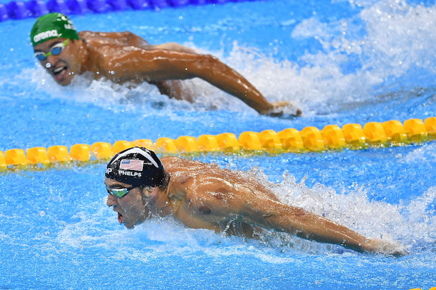 Chad le Clos compitiendo contra Michael Phelps