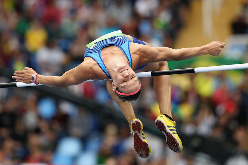 Heather Miller intenta mantener la concentración al momento de realizar su salto en los juegos Olímpicos