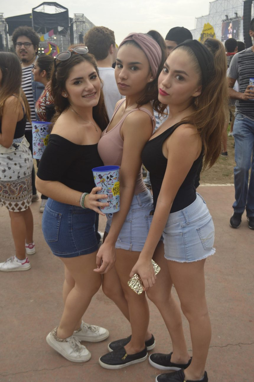 hellow-fest-chicas-pose