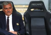 Mourinho antes del juego ante el Hull City